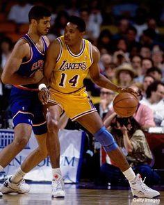 Sam Perkins backs down Brad Daugherty- 1991 I Love Basketball, Basketball Pictures, Basketball Legends, Basketball Players, Brad Daugherty, Nba West, Los Angeles Lakers Players, Magic Johnson Lakers, Sam Perkins