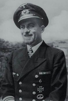 """Kapitänleutnant Hans-Werner Kraus (1915-1990), Kommandant Unterseeboote """"U 83"""", Ritterkreuz 19.06.1942"""