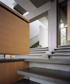Shaw House - Patkau Architects. - Incredible modern home making great use of concrete.