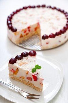 Η απόλυτη τούρτα του καλοκαιριού, με απίστευτα νόστιμη γεύση! Την ετοιμάζετε εύκολα με Κρέμα Ζαχαροπλαστικής και Φρουί Ζελέ ΓΙΩΤΗΣ, για ακόμη πιο φρουτένιο αποτέλεσμα. Greek Sweets, Greek Desserts, Cold Desserts, Summer Desserts, Jello Recipes, Sweets Recipes, Candy Recipes, Think Food, How Sweet Eats