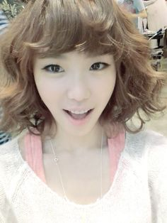 SECRETs Hyosung shares several selcas on Twitter