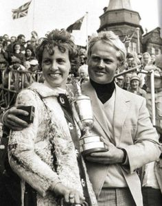 American golfer Jack Nicklaus and his wife Barbara with the British Open Golf Championship trophyat St Andrews, Scotland, after Nicklaus defeated fellow countryman Doug Sanders in a play-off - 12 July 1970 Famous Golfers, Byron Nelson, Golf Images, Famous Golf Courses, British Open, Jack Nicklaus, Vintage Golf, Golf Tips For Beginners, Golf Player