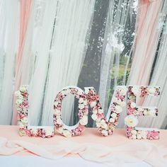 Piękne białe miseczki w kształcie liter oraz dekoracyjny napis LOVE zaskoczą Twoich gości swoją nowoczesnością, a dodatkowo pięknie udekorują przestrzeń weselną! #wesele #napisdekoracyjny #kolekcjaslubna #slub #dodatkislubne #dekoracjeslubne #love Wedding Inspiration, Curtains, Weddings, Home Decor, Blinds, Mariage, Wedding, Interior Design, Draping