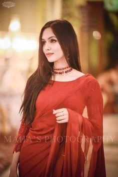 Trendy Sarees, Stylish Sarees, Fancy Sarees, Stylish Dresses, Women's Fashion Dresses, Saree Fashion, Shadi Dresses, Pakistani Formal Dresses, Pakistani Wedding Outfits