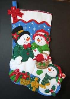 It is long and has been lined with holiday fabric so it can be used for many years without losing its shape. Cute Christmas Stockings, Snowman Christmas Decorations, Felt Decorations, Snowman Crafts, Christmas Snowman, Diy Christmas Gifts, Felt Crafts, Christmas Ornaments, Merry Chistmas