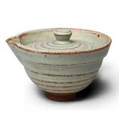 This Gaiwan is made of crude pottery clay and fired with traditional fambe transmutation Jun Kiln technics. The antique finish, jade green glaze alternate with rust-red color glaze is simple, natural and elegant.