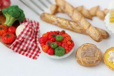 Tomatoes, Picnic & Pizza - PetitPlat Handmade Miniature Food by Stephanie Kilgast