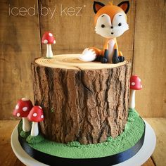 Here is the nearly complete Woodlands cake! The reason mr fox is on the side of the cake was to leave space for an acrylic name topper that Cohen's mum had for the cake!! This is one of my fave themes! I loved making that wee fox  & those ! #icedbykez #pettinice #woodlandscake #woodlandsbirthday #cake #fox #toadstools #mushrooms #instacake