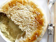 Suppe mit Amaranth unter Blätterteig - smarter - Zeit: 1 Std. 10 Min. | eatsmarter.de