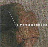 Sentido da agulha de baixo para cima mantendo a linha reta traçada [5]