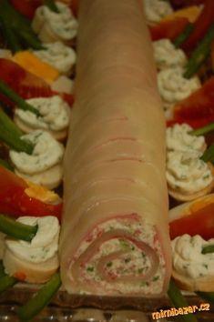 Sýrová roláda Slovak Recipes, Czech Recipes, Russian Recipes, Ethnic Recipes, Appetizer Sandwiches, Yummy Appetizers, Appetizer Recipes, Cake Bars, Bread Rolls