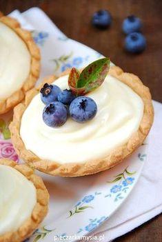 tartaletki z borowkami i panna cotta3 Lemon Cake Bars, Cake Recipes, Dessert Recipes, Dessert Decoration, Polish Recipes, Mini Desserts, No Bake Cake, Cupcake Cakes, Cupcakes