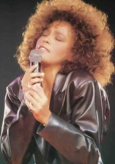 I Will Always Love You Whitney Houston Lyrics - Music Videos With Lyrics Soul Singers, Female Singers, Black Celebrities, Celebs, Black Music Artists, Whitney Houston Pictures, Bobbi Kristina Brown, Young And Beautiful, Beautiful People