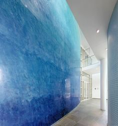 Spatulata polished plaster colour blend from dark blue to turquoise.