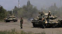 Russische Panzer und Soldaten an der Grenze zur Ukraine (Archivbild)