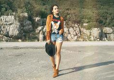 BACK TO FRINGES Inês Costa // @ineescosta instagram.com/ineescosta/   Fashion blogger, style blogger, orange jacket fringes spring mettalica shirt