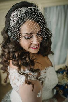 #tocadosdenovia #tocados #fabianluque #fotografosdecordoba #fotografosdeboda Photoshop, Crown, Fashion, Bridal Veils, Bridal Headpieces, Simple Style, Photo Style, Moda, Corona