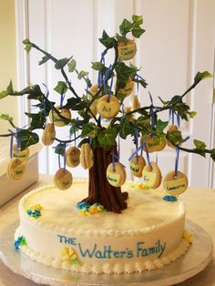 This cake was for a family reunion for a friend of mine. It was a white cake with raspberry filling and butter cream icing and fed approx 40 people. The tree was structured out of plast… Family Reunion Desserts, Family Reunion Themes, Family Reunion Activities, Family Reunions, Family Tree Cakes, Pastel Cakes, Cake Works, Novelty Cakes, Celebration Cakes
