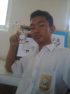 Bujang Nasril bereksperimen, Laboratorium Biologi SMP 1 Sanden (2007)