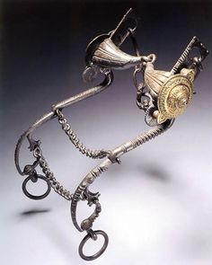 "16th Century Italian bit at Cleveland Museum. Image from <a href=""http://www.myarmoury.com/talk/viewtopic.php?t=2787"" rel=""nofollow"" target=""_blank"">www.myarmoury.com...</a>"