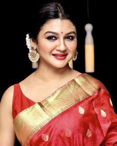 Beautiful Saree, Beautiful Women, Bengali Saree, Bengali Wedding, Bollywood Actress Hot Photos, Saree Look, Sexy Blouse, Indian Celebrities, Saree Styles