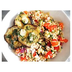 Hello lovelies! It's #vegan recipe day! And if you like #eggplants (😍😋), you will like this delicious summery salad with marinated eggplants and pearl couscous. Use buckwheat instead of couscous if you want it also gluten free. Check the recipe now - direct link is in my profile! Have a beautiful week! xox ------------------------------------- #veganrecipe #vegansalad #marinatedeggplants #pearlcouscous #foodie #foodiegram #foodblog #foodblogger #foodgasm #foodporn #foodphotography…