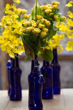 Garrafas vazias (Foto: Edna Froes / F22 Studio Fotográfico) Tent Decorations, Wedding Decorations, Light Yellow Weddings, Baby Table, Lemon Party, Italian Party, Mediterranean Wedding, Bear Decor, Cobalt Glass