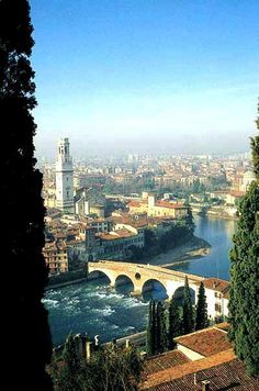 One of the most #romantic city in the world: Verona, #Italy, land of Romeo & Juliet. #ebookers