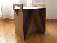 Mesa de cartón con cajas de Ikea