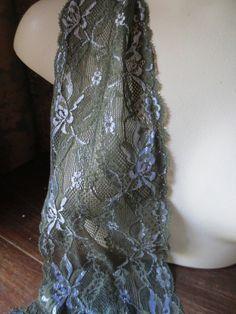 SALE Stretch Lace in Pine Green with Silver por MaryNotMartha