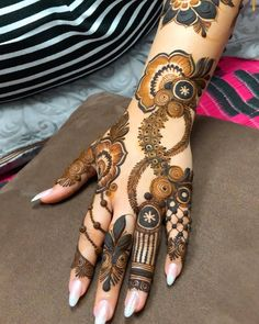 Hi everyone , welcome to worlds best mehndi and fashion channel Zainy Art . Hope You guys are liking my daily update of Mehndi Designs for Hands & Legs Nail . Khafif Mehndi Design, Floral Henna Designs, Back Hand Mehndi Designs, Latest Bridal Mehndi Designs, Mehndi Designs For Beginners, Mehndi Design Photos, Wedding Mehndi Designs, Mehndi Designs For Fingers, Dulhan Mehndi Designs