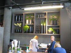 Bloemenwinkel in Stockholm: Regeringsgatans Blommor Florist Shop Interior, Most Beautiful Flowers, Wall, Modern, Flower Shops, Canterbury, Shopping, Display, Store