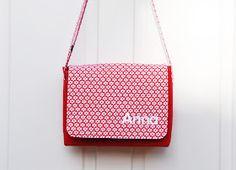 DIY Fynn bag with Photo Tutorial Craft Tutorials, Sewing Tutorials, Sewing Patterns, Diy Bag Making, Messenger Bag Patterns, Diy Bags Purses, Sewing Accessories, Cloth Bags, Sewing Hacks