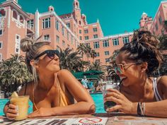holiday pictures Girls Getaway to The Don CeSar Tripping With My Bff Holiday Pictures, Vacation Pictures, Friend Pictures, Girls Vacation, Girls Getaway, Best Friend Photos, Best Friend Goals, Romantic Beach Photos, Romantic Vacations
