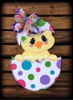 Chick Door Hanger, Easter Door Hanger, Door Hanger, Egg Door Hanger - Please attach a note to the seller with the initial, if you do not wish to have any customization o - Easter Projects, Easter Crafts For Kids, Summer Crafts, Wood Crafts, Diy And Crafts, Paper Crafts, Easter Art, Easter Eggs, Easter Decor