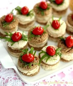 cocktail bites in greek style: salad cheese and cherry tomatoes Snacks Für Party, Appetizers For Party, Appetizer Recipes, Snack Recipes, Baking Recipes, Real Food Recipes, Tapas, Sandwich Cake, Savory Snacks