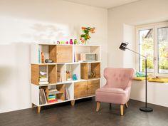 Micasa Wohnzimmer mit Regalkombination LINUS (individuell zusammenstellbar) und Sessel CASTY