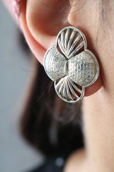 Vintage Silver Tone Quatrefoil Earrings - Four Leaf Flower Clip On Earrings