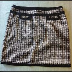 I just added this to my closet on Poshmark: White House Black Market Houndstooth Pencil Skirt.. Price: $70 Size: 16