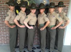 These female Marine Drill Instructors are pretty intense (22 Photos)