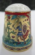 "Thimble ""Dragon"", gold color of background Dragón, el color de fondo de oro"