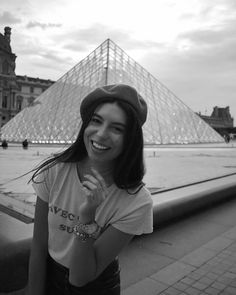 "111 aprecieri, 1 comentarii - Laura (@lauraioanap) pe Instagram: ""Get u a me . . . #louvre #parisianvibes #travel #explore #goals #happiness #photography #travelgram…"" Parisian, Louvre, Happiness, Goals, Explore, Photography, Travel, Instagram, Photograph"