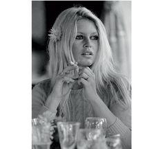Brigitte Bardot par Terry O Neill http://www.vogue.fr/photo/le-portfolio-de/diaporama/les-photos-de-terry-o-neill/12862/image/747253#!brigitte-bardot-par-terry-o-neill