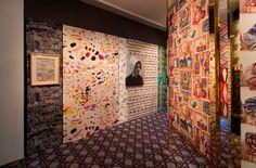"""Maravillosa #exposición """"Tissus Inspirés de Pierre Frey"""" en el Musée des Arts Décoratifs de Paris. Escenografía de Philippe Renaud © Luc Boegly Más info: lemurier.es/"""
