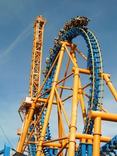 Stunt Falls in Spain. Roller Coaster Pictures, Roller Coasters, Warner Madrid, Visit Madrid, Amusement Park Rides, 4th Of July Fireworks, Spain And Portugal, Rollers, Stunts