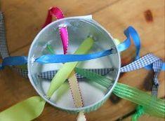 赤ちゃんの手作りおもちゃ♪空き箱で『カラフルリボンをひっぱるおもちゃ♪』 | 赤ちゃんの手作りおもちゃ.com Diy And Crafts, Handmade, Kids, Games, Young Children, Hand Made, Boys, Children, Craft