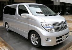 2007 2nd generation Nissan Elgrand photographed in Nissan Gallery (Chuo, Tokyo)
