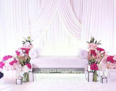 Pelamin Nadhia Simple Wedding Decorations, Simple Weddings, Pelamin Simple, Wedding Furniture, Wedding Ceremony Programs, Malay Wedding, Wedding Scene, Wedding Planning Checklist, Wedding Arrangements