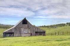 I absolutely love taking pictures of barns! :-)