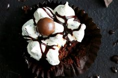 Maltesers Cupcakes To turn these cupcakes into an even more indulgent treat, swap the milk in the frosting for Kahlua. Tea Recipes, Cupcake Recipes, Sweet Recipes, Cupcake Cakes, Yummy Recipes, Maltesers Chocolate, Chocolate Treats, Melting Chocolate, Ultimate Cupcake Recipe